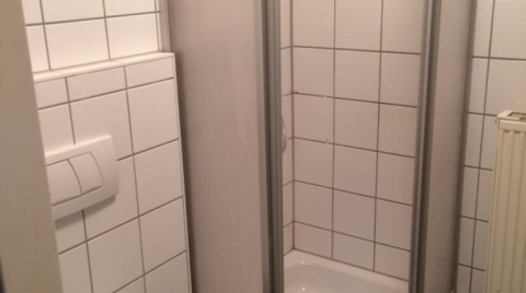 Puchstraße 202c - Wohnung A: Bad mit WC
